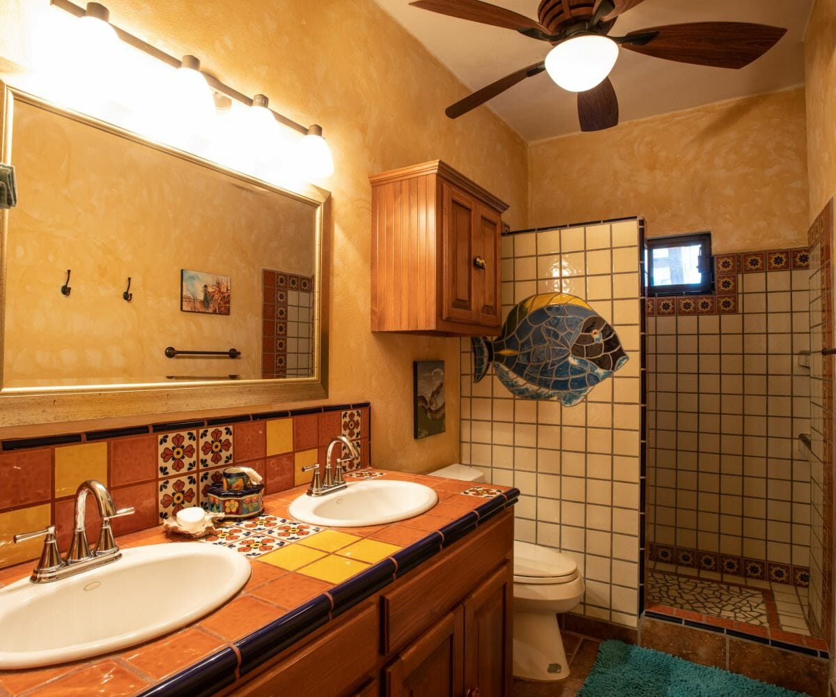 288 Davis St Loreto, Baja California Sur Mexico: Guest bathroom