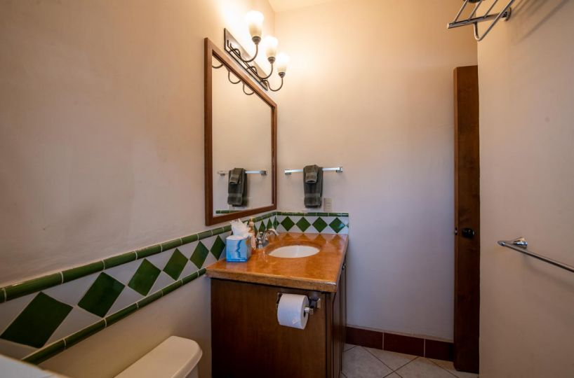 Casa Uno primary bath. 2 Bd 2 Bth Hm in private neighborhood, Loreto.