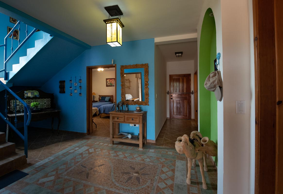 Four Bedroom Home With Amazing Sea Views: colorful entryway