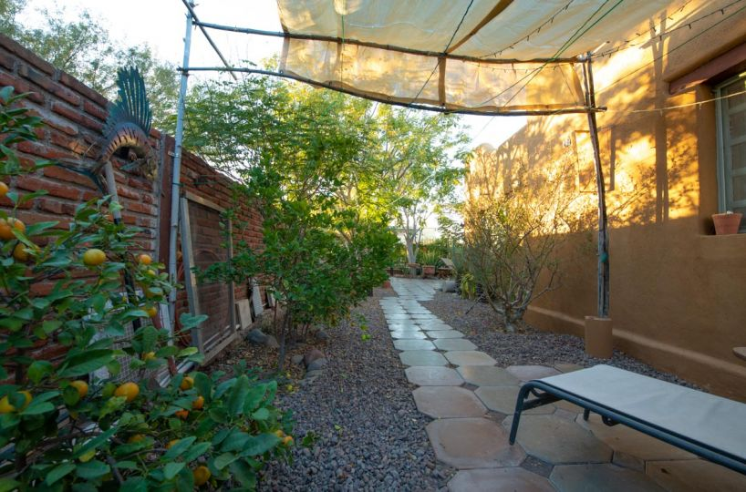 One level 2 bed/1.5 bath home: side garden A