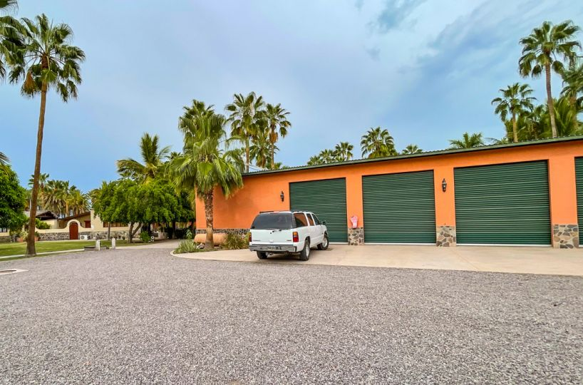 2 bed/2bath casa in private community: garages.